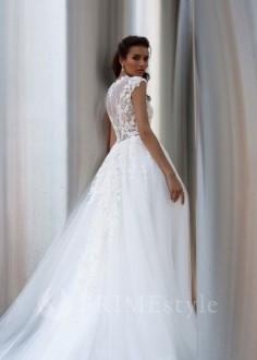 Jednoduché čipkované svadobné šaty Merry